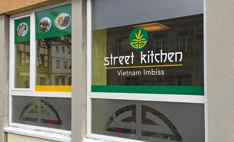Schaufensterbeschriftung Street Kitchen Werbeagentur Forchheim 2S-ART